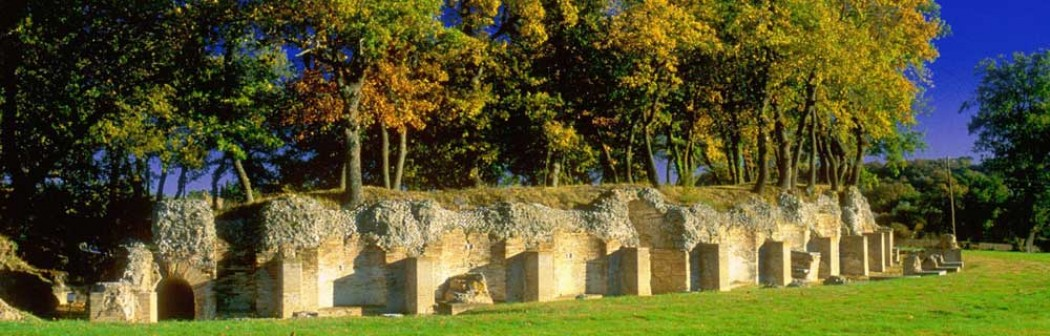 Esterno dell'Anfiteatro romano di Urbisaglia