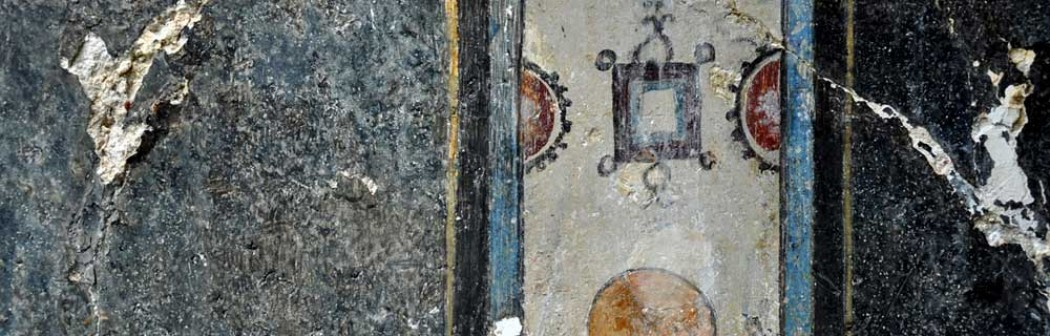 Particolare di affresco al Teatro romano di Urbisaglia